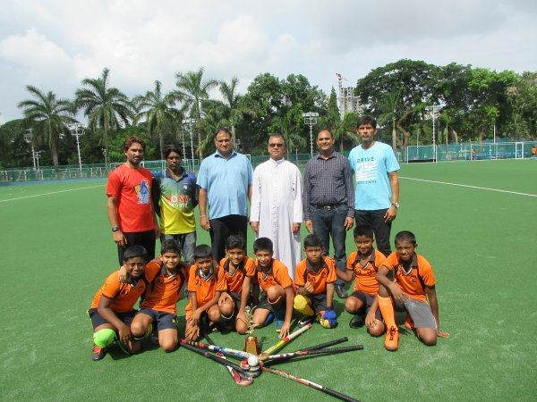Our school hockey teams bring in the first trophies of the new academic year!