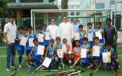 u-12 Hockey team claims MSSA trophy!