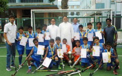 u-12 Hockey team claims MSSA trophy!